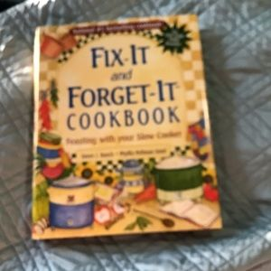 3/$13 📦Fix it & Forget it cookbook